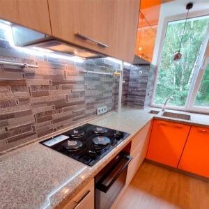 Radianz кварцевая столешница на угловой кухне